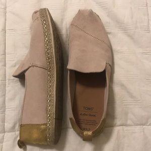 Tom's 9.5 Suede Gold Trim slip on Shoes loafer